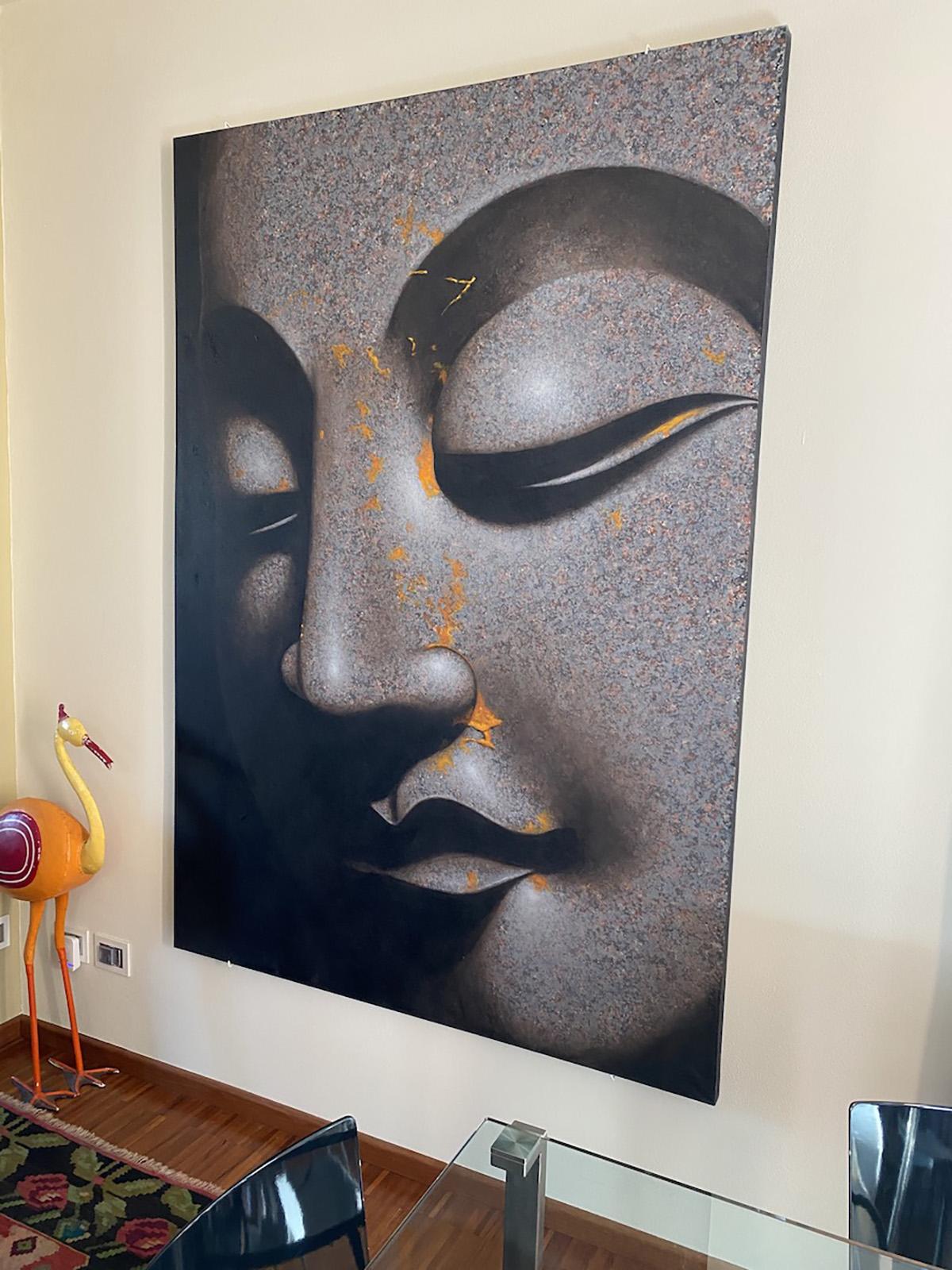 Il living con tavolo 1=2 di Cassina sotto lo sguardo di Budda