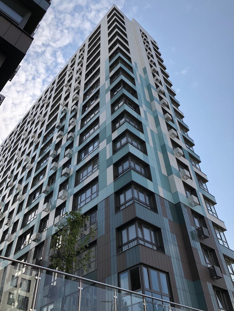 Torre con appartamenti di nuova costruzione