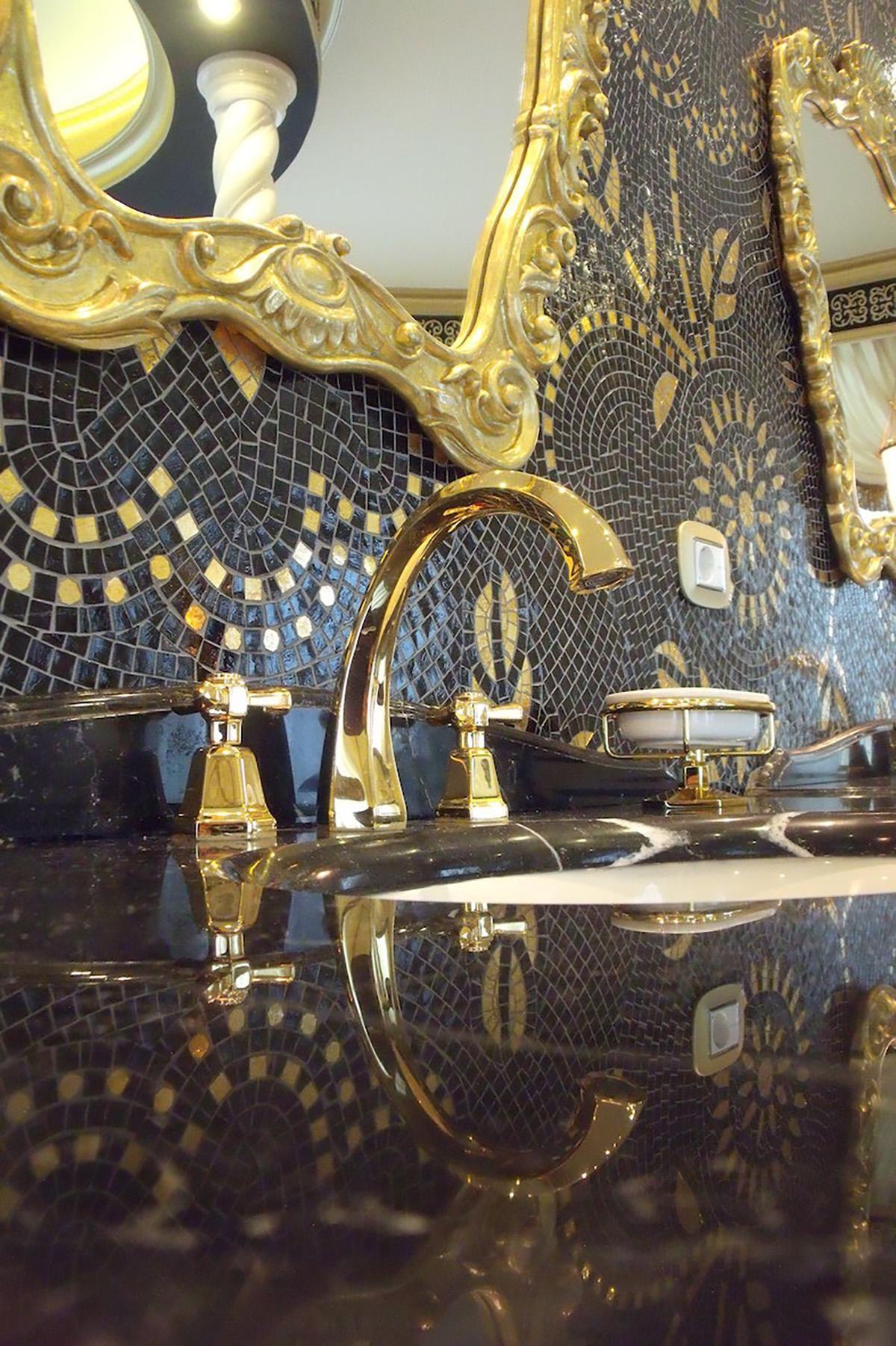 Il bagno padronale (mosaici di Sicis)