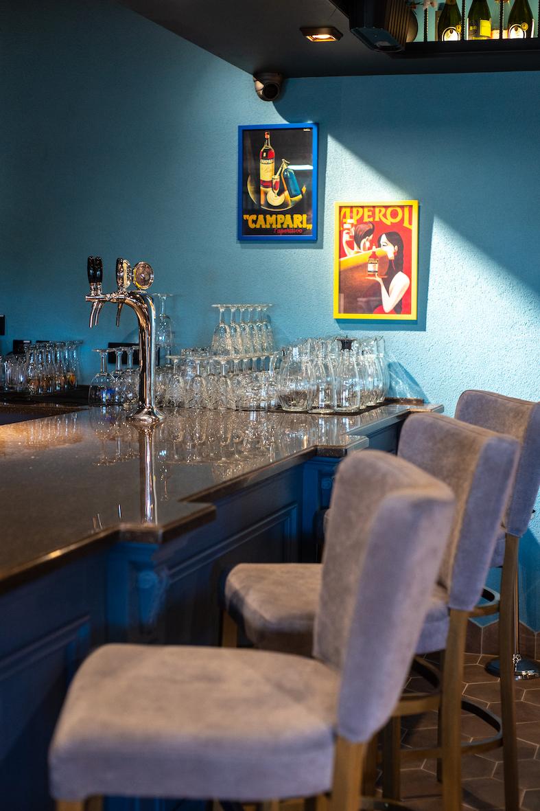 Scorcio del banco bar del locale dolce casa