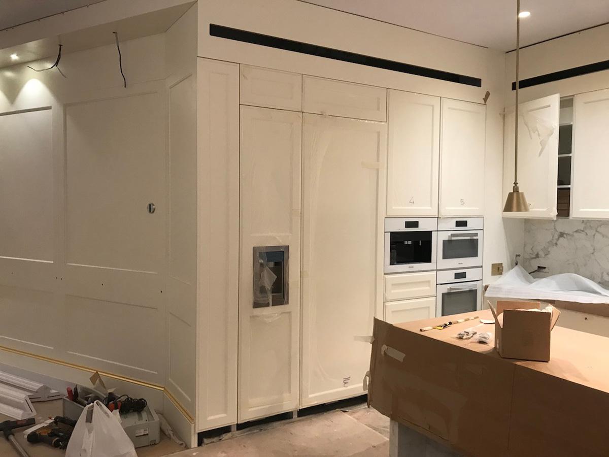 Work in progress dei montaggi - cucina e boiserie