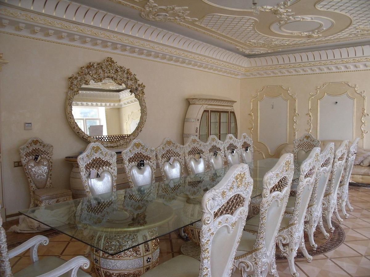 La sala da pranzo con mobili Cappelletti